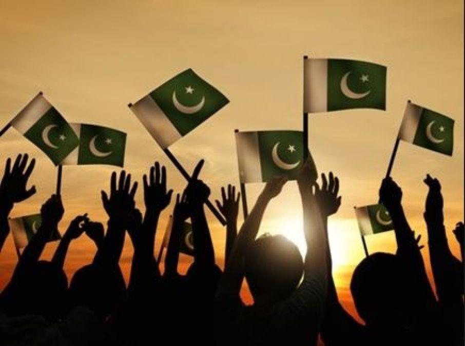 पाकिस्तान में बच्चों की पढाई पर भी देना होता है टैक्स, जानें यहां के अजीब क़ानून