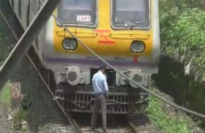 The man did this work by stopping the train, now the police are searching!
