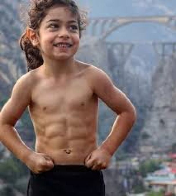 This child is just six years old, six pack abs, is the star of social media