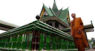 बीयर की बोतलों से बना है ये मंदिर, भक्तों की उमड़ती है यहाँ भीड़