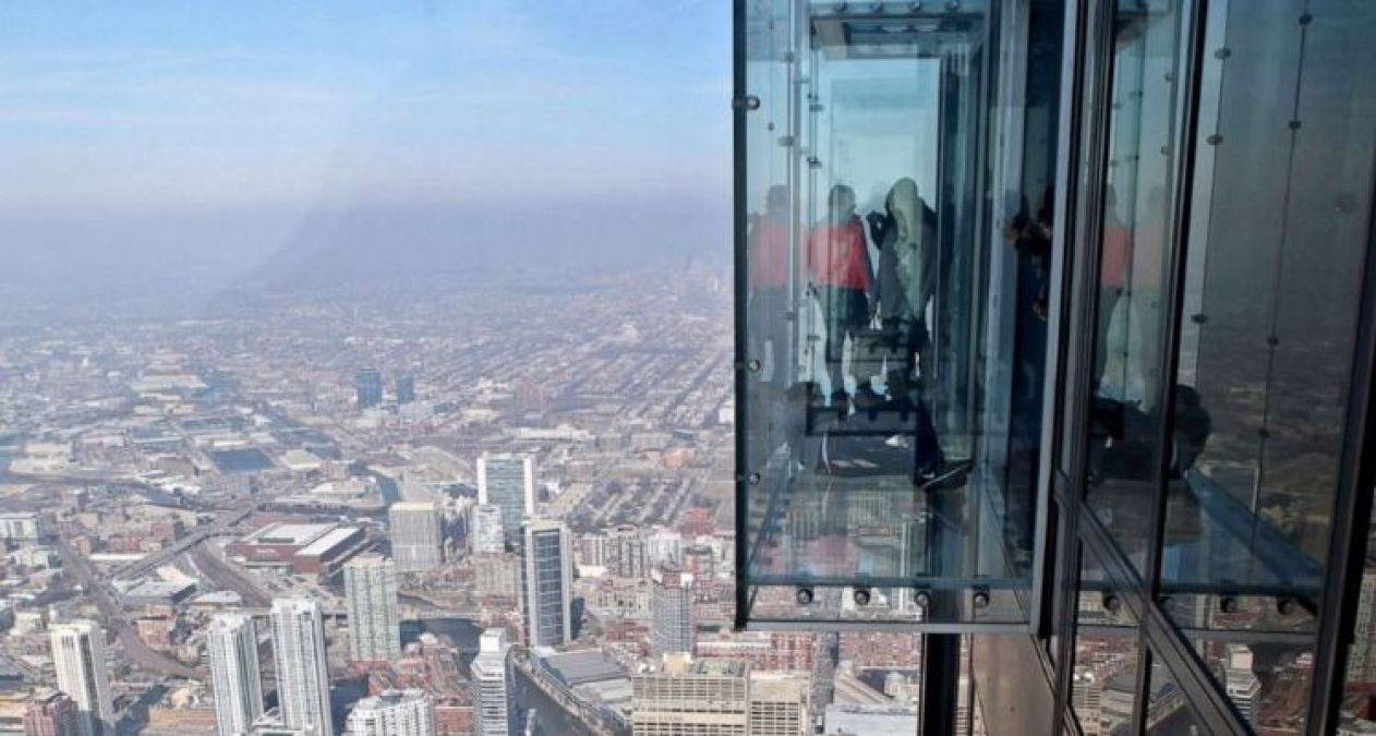 On 103rd Floor building cracks seen in glass balcony, people's get stuck