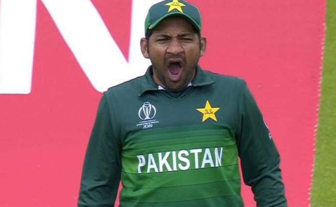 Over Pakistan defeat his own public crack jokes, Memes goes viral
