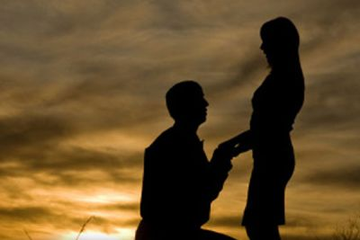 A boy proposed his girlfriend in such a way, she couldn't refuses