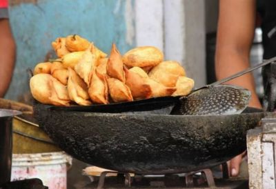 For the sake of 1 rs, Shopkeeper played with the young man's life, poured hot oil