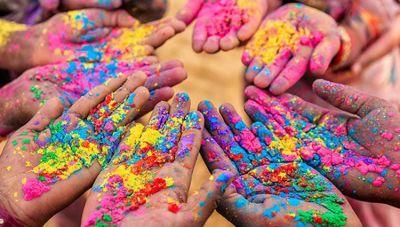होली के रंग खरीदने से पहले ऐसे करें असली और नकली रंग की पहचान