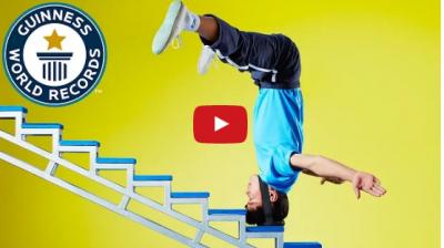 Video : ये इंसान अपने पैर से नहीं, बल्कि अपने सर से चढ़ता है सीढ़ी