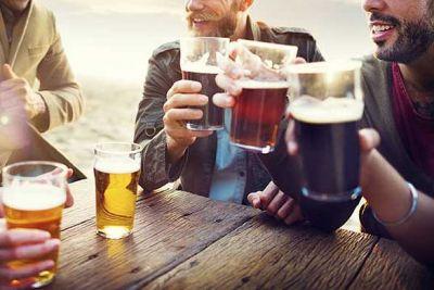 इस तरह पीयेंगे बियर तो दुगना हो जायेगा मज़ा