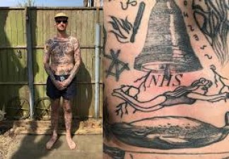 This person made tattoos on his body every day in lockdown