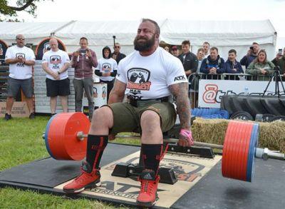 दिव्यांग हो चुके पूर्व सैनिक ने बैठे-बैठे ही उठाया 505 किलो वजन, बना वर्ल्ड रिकॉर्ड