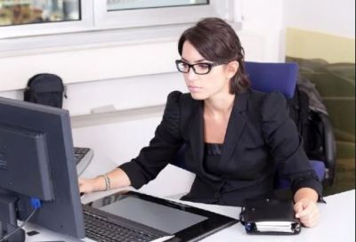 Women cannot work here wearing glasses, you will be shocked to know reason