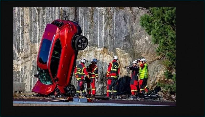 जानिए आखिर क्यों Volvo अपनी ब्रांड न्यू कारों को फेंक रही 30 मीटर गहरी खाई में