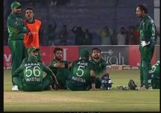 पाकिस्तान वनडे मैच होस्टिंग के दौरान हुआ कुछ ऐसा सोशल मीडिया में लगा दी क्लास.......