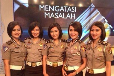 यहां पुलिस में भर्ती होने के लिए महिलाओं को करना होता ये काम, चौंक जायेंगे आप