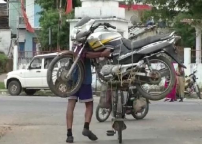 When the bike rode a bicycle, watch the unbelievable video here