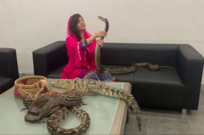 Pakistani singer wants to send poisonous snake for PM Modi for revoking Article 370