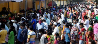 Large crowd throngs Chennai store that offered discounts amid corona pandemic, store sealed