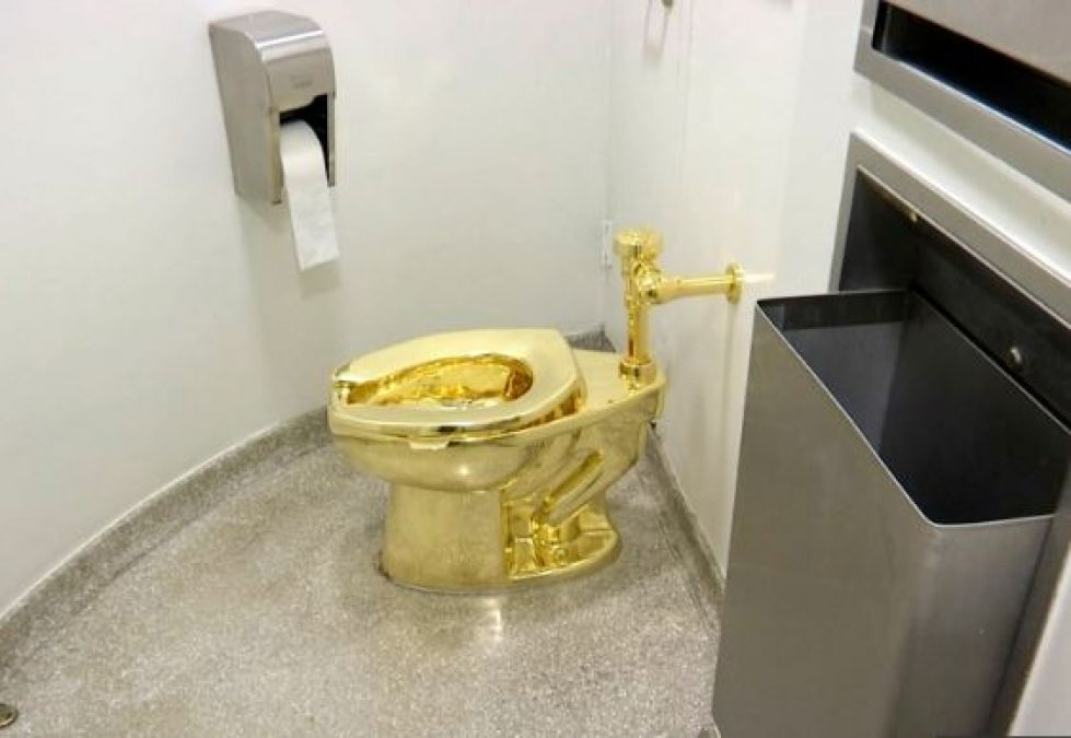 Solid gold toilet stolen from Churchill's birthplace, you will be surpised to know its worth