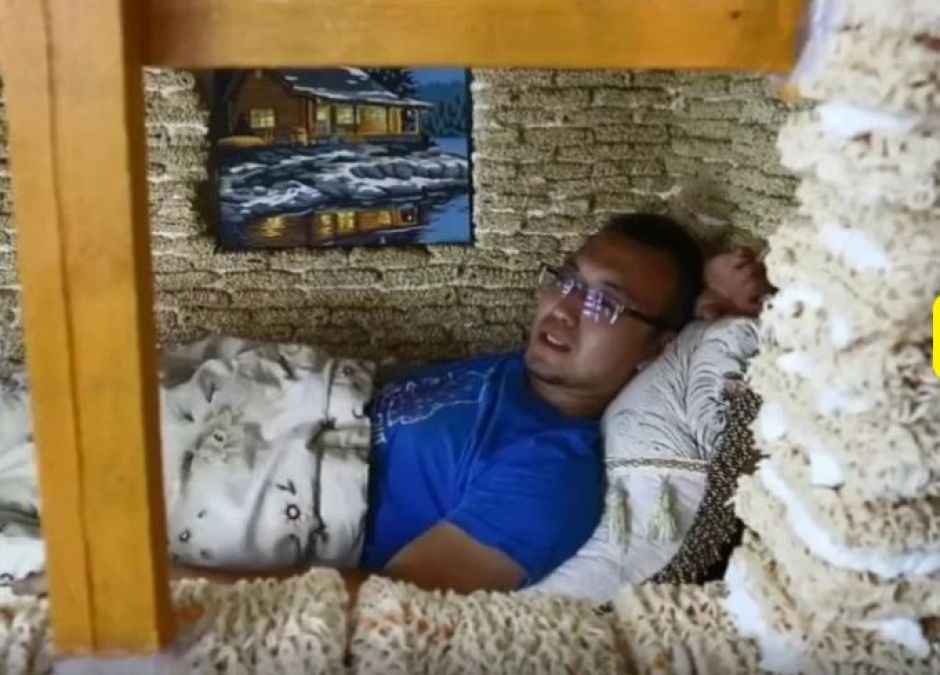 China Man Builds Children's Playhouse Out of 2,000 Packets of Instant Noodles