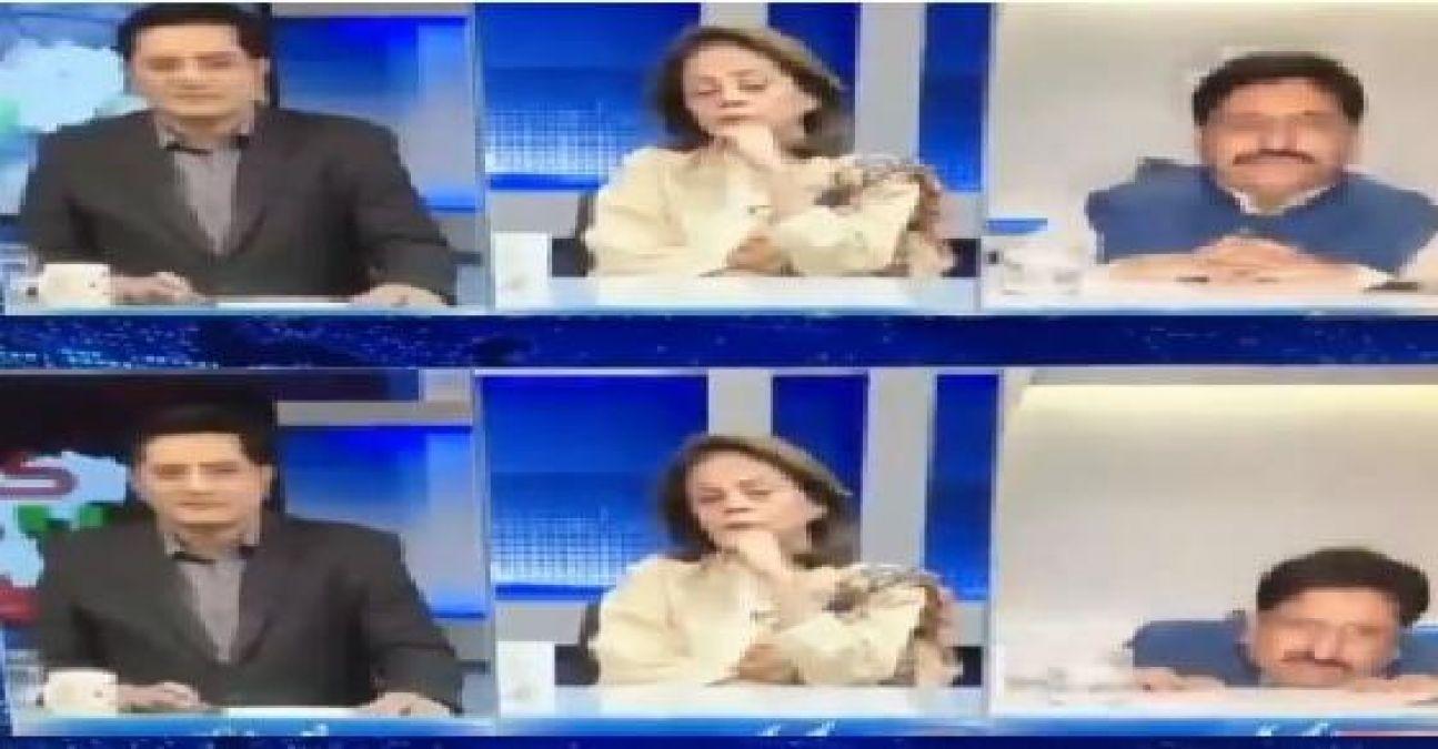 न्यूज़ पढ़ते-पढ़ते कुर्सी से गिर पड़े पाक एंकर, वायरल हुआ फनी वीडियो