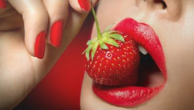 Woman ate strawberries and reached hospital, read shocking case here