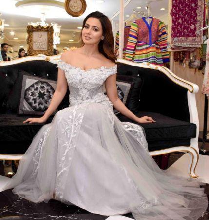 Photos : फैशन वीक में सना खान का दिखा बेहद ही खूबसूरत अंदाज़