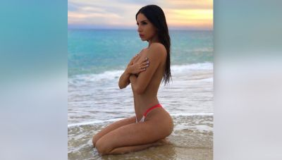 You will not forget the style of this hot model, see pictures