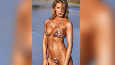 This model steals the hearts of the fans in a printed bikini, check out the erotic photos here