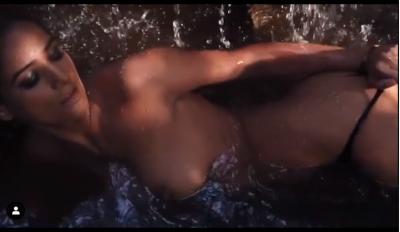Poonam Pandey become complete nude, Watch erotic video