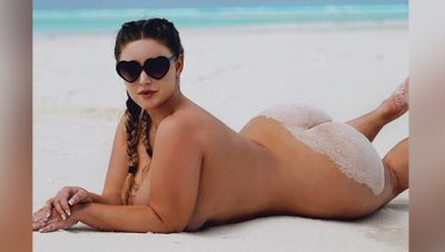 This model drives everyone crazy by showing her sexy body