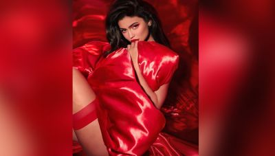 Kylie showed her sexy figure in a red dress, see pictures