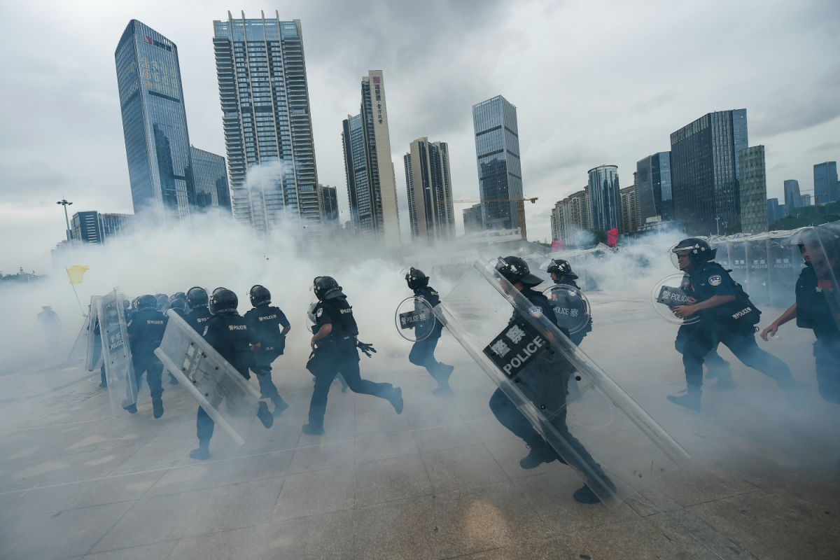 China preparing to suppress the of Hongkong protesters