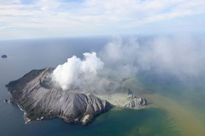 Volcano erupted in New Zealand; More than 100 people in trouble