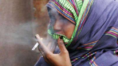 'Mhari Choriya Choro Se Kam Hai Ke', women beats men in matter of smoking - WHO