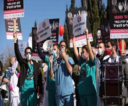 इजरायल में पीएम के खिलाफ भारी मात्रा में हो रहा विरोध प्रदर्शन, लोग कर रहे इस्तीफे की मांग