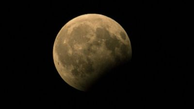 Everyone wants to see The partial lunar eclipse; enjoy the view like this!