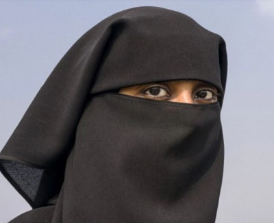 A corona-infected man wears burqa to go home, but this small mistake opened pole!