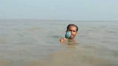 VIDEO: This reporter submerged till throat in water for reporting, got fiercely trolled on social media!