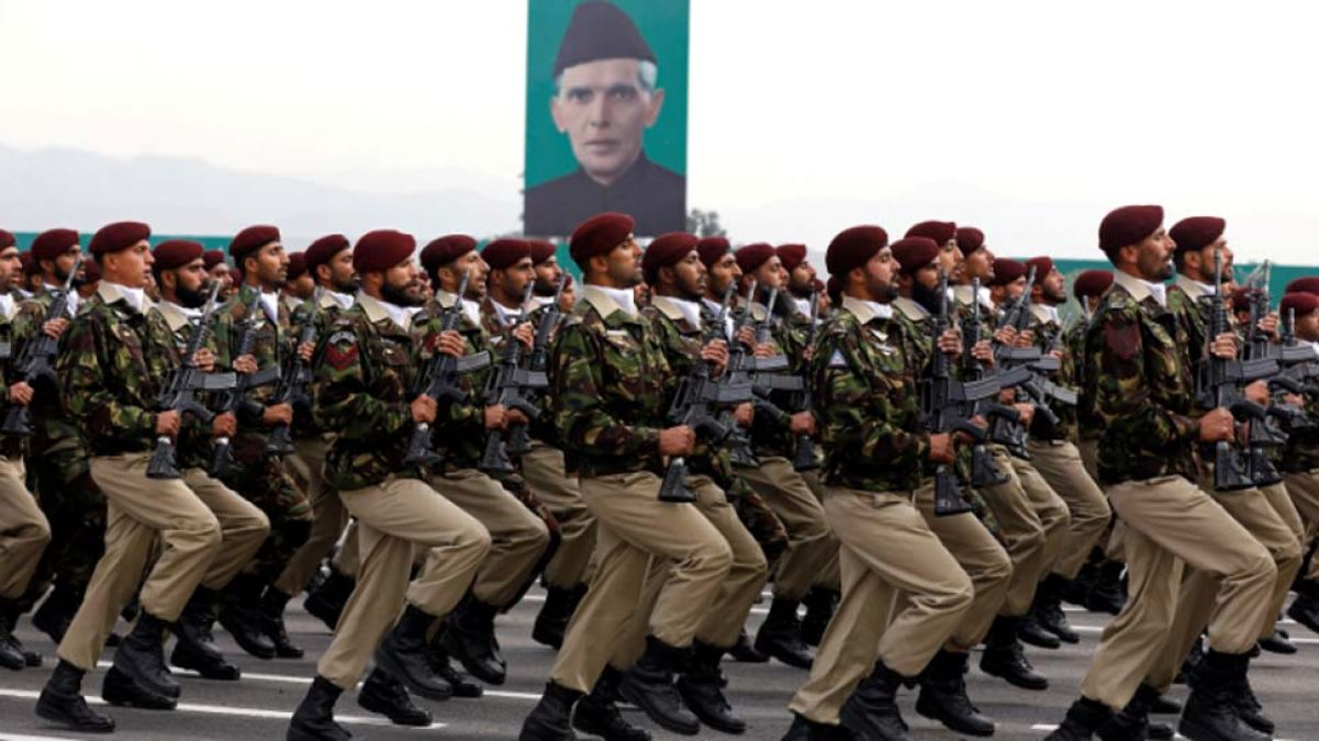Pauperism Peak in Pakistan, reduced defense budget due to lack of funds