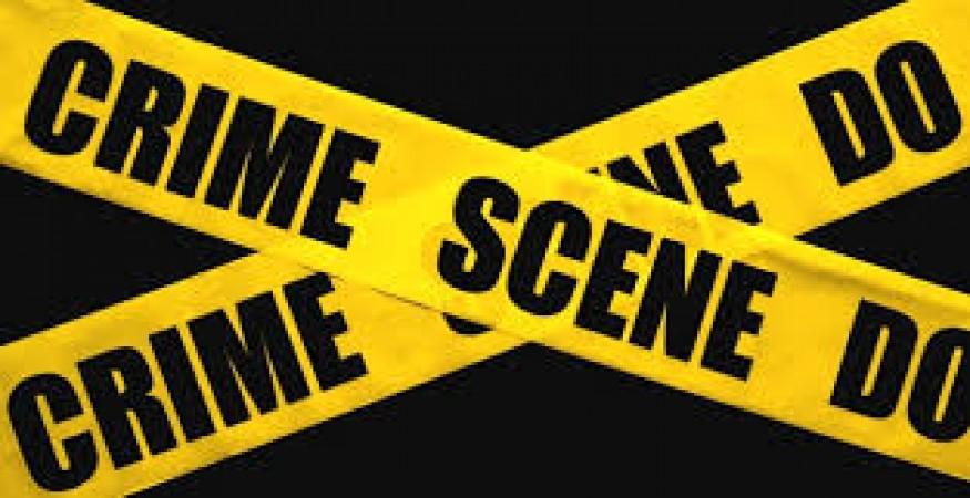 सरफिरे पड़ोसी ने अपने पड़ोसियों के घर पर धावा बोला, महिला को उतारा मौत के घाट