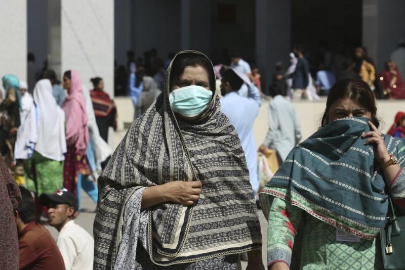 पाकिस्तान में कोरोना से 834 लोगों की मौत, फिर भी घरेलु उड़ानें चालू
