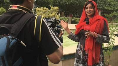 Pakistan's first Sikh woman journalist Manmeet Kaur to receive award in Britain