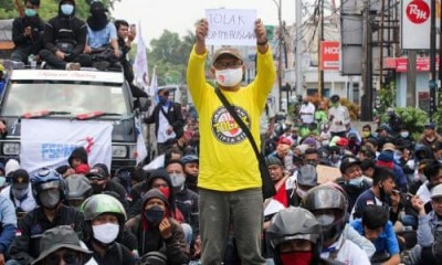 People protests against 'new labour law' in Indonesia
