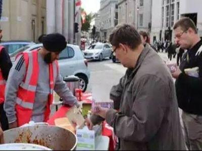Langar organized at the 550th birth anniversary of Guru Nanak at the University of Britain