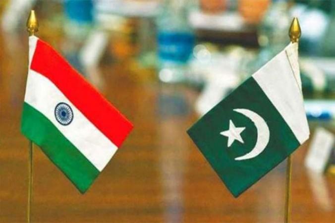 पाकिस्तान ने PoK में तैनात की तोपें, लोग बोले - आतंकी बनने का दबाव डालती है PAK आर्मी