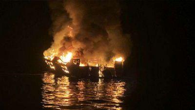 आग लगने के बाद सांताक्रूज द्वीप के पास डूबी नाव, 25 लोगों की मौत, कई लापता