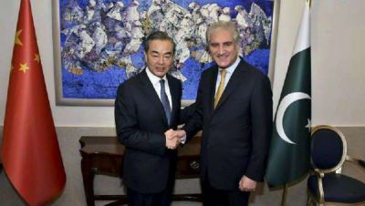 China's foreign minister promises Pakistan to support it on Kashmir issue