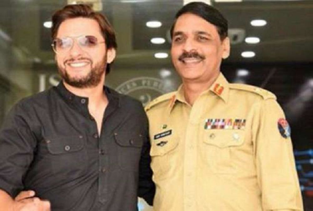 Shahid Afridi will be Pakistan's next PM! People say he will sell Pakistan
