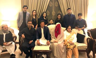 पीएम आवास के कर्मचारी का दावा, कहा- आईने में नज़र नहीं आती इमरान खान की पत्नी