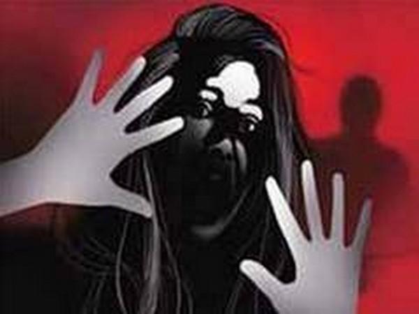 चलती कार में लड़की के साथ हुआ दुष्कर्म, जाँच में जुटी पुलिस